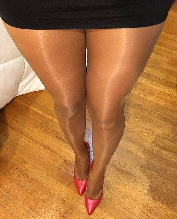 Женские икры ног в колготках фото онлайн