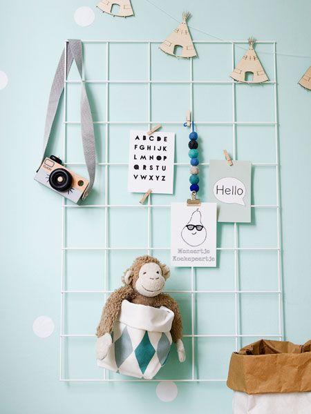 Een showrek is ook ideaal voor op de kinderkamer! Zo kan je alle leuke accessoires, speelgoed en kaartjes een mooi plekje geven. #wonenvoorjou