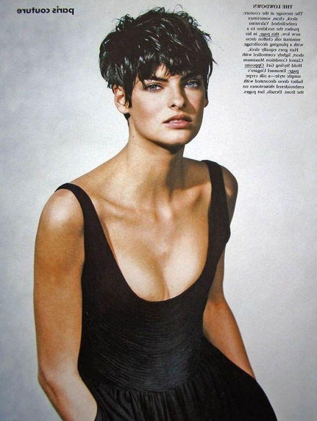Image Result For Linda Evangelista Short Hair Short Hair Styles Vogue Hairstyles Hairstyle