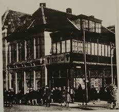 Eén van de oude bioscopen in Delft > Delfia - op de hoek van de Binnenwatersloot