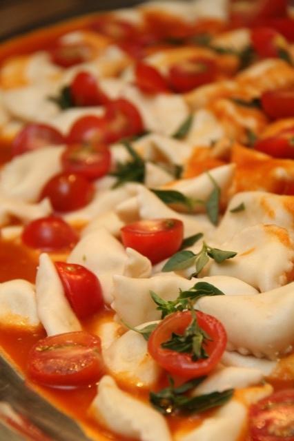 Massa com tomate cereja e majericão.