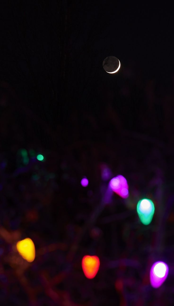 Even the moon is ready for the #holidays