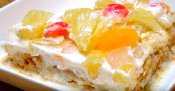 Une savoureuse combinaison de fruits, de crème fouettée et de biscuits Graham.