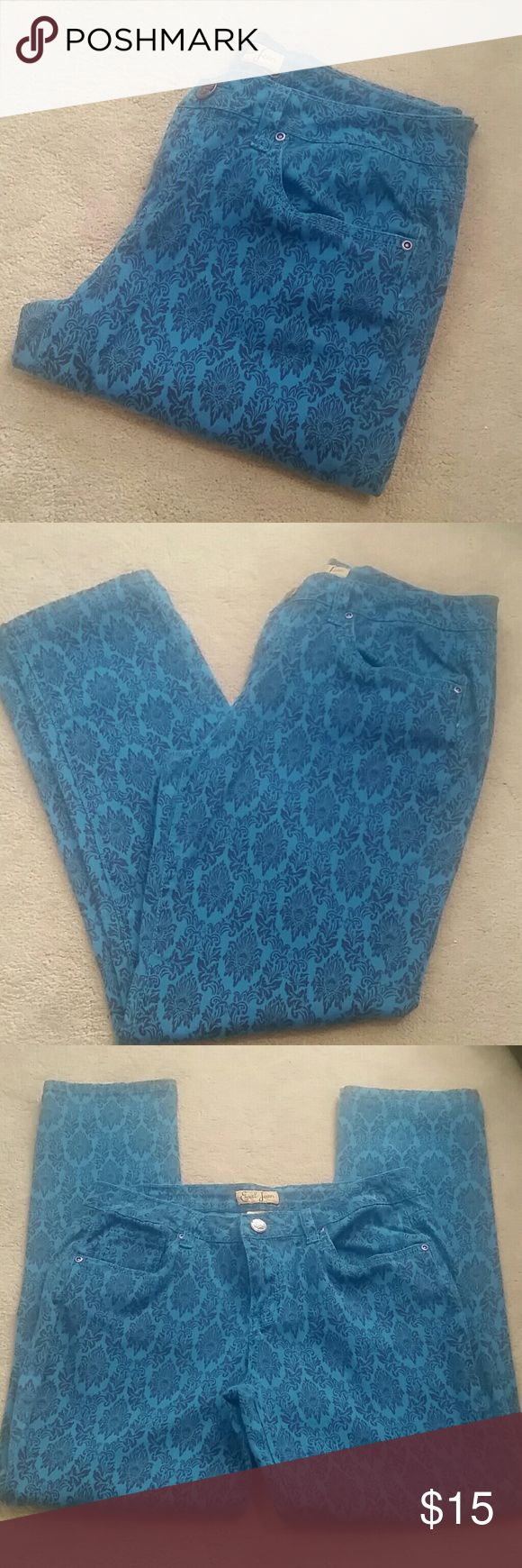 "Earl Damask Printed Jeans sz 8P Good pre-loved condition from a smoke and pet free home. Bright blue jeans with black damask printed design. 5 pocket design  98%/ 2% elastane  Approx Measurements :  Waist 15.5"" Rise 8.5"" Inseam 28"" Earl Jeans Jeans Skinny"