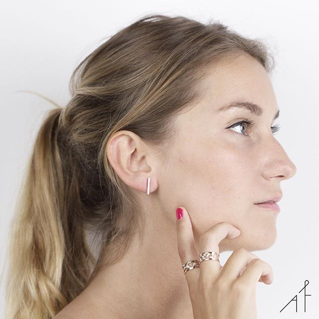 Nighttime's best friends: Uppsala Earring, Vaasa and Florø Ring.🌙 #afewjewels #jewelry #gold #model #goodninght #fashion #style #instamood #instagood #diamond #bestfriend #nighttime #beautiful #simple #unique #accessorize #delicate #foryou #photooftheday #picoftheday #instajewelry #instafashion #earring #ring #afew