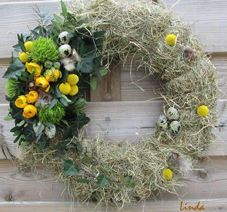 Strokrans met hooi - bloemschikken voor pasen