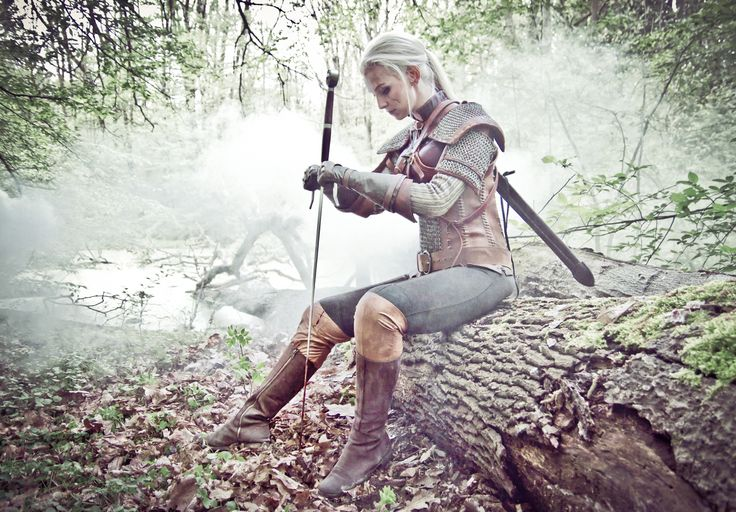 """Awesome genderbent Geralt of Rivia (The Witcher) cosplay.  """"Geraltina of Rivia"""""""