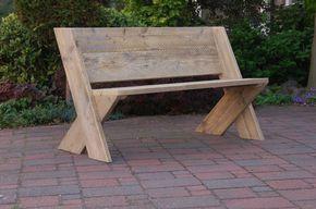 Tuinbank Cross. Door de juiste zithoek, een prima bank van steigerhout om menig avondje op door te brengen. In verschillende maten verkrijgbaar - by Johnnyblue.nl