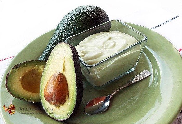Mousse de avocado cu iaurt--o reteta extrem de simpla, rapida si hranitoare pentru micul dejun sau gustarea celor mici, ori dressingul perfect pentru salate