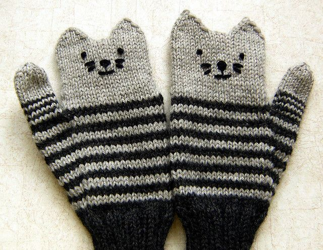 Kitten Mittens, free pattern by Alyssa Lynough at Ravelry. This pair by cloverlaine, via Flickr