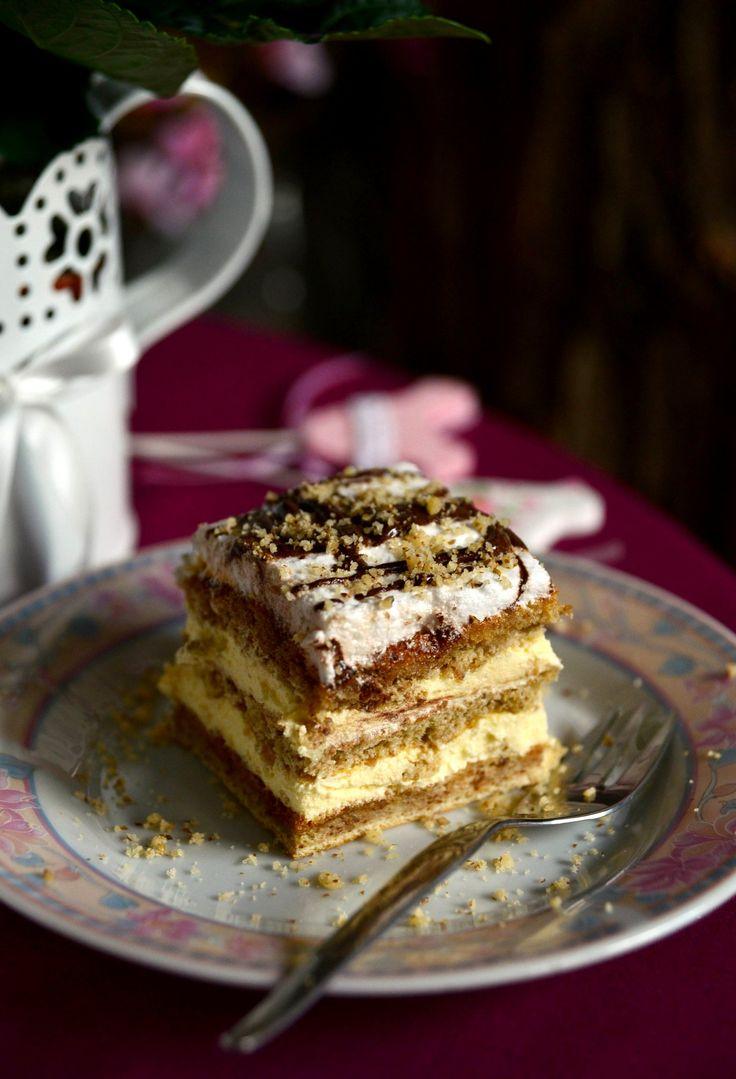 Puha diós lapok között lágy vaníliakrém és roppanós karamell