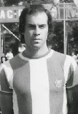 António Francisco Vieira Nunes nasceu no dia 1 de Julho de 1945 em Águas Santas, Maia. Depois de ter passado pelos escalões de formação do Futebol Clube do Porto, estreou-se como sénior na temporada de 1964/65 ao serviço da Associação Académica de Coimbra. No clube dos estudantes jogou durante cinco épocas, com o ponto alto a ser as duas finais da Taça de Portugal que conseguiu alcançar nas temporadas de 1966/67 e 1968/69, em ambas acabou por sair derrotado. Em 1969/70 transferiu-se para o…