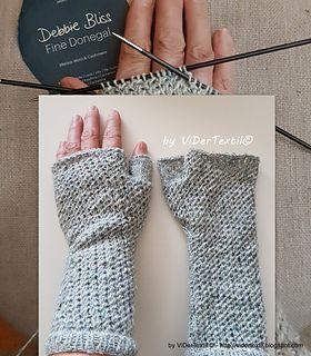 my own pattern for this warm practical fingerless gloves - ViDerTextil  - let the winter begin ...