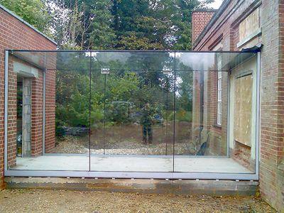glass link between bldgs