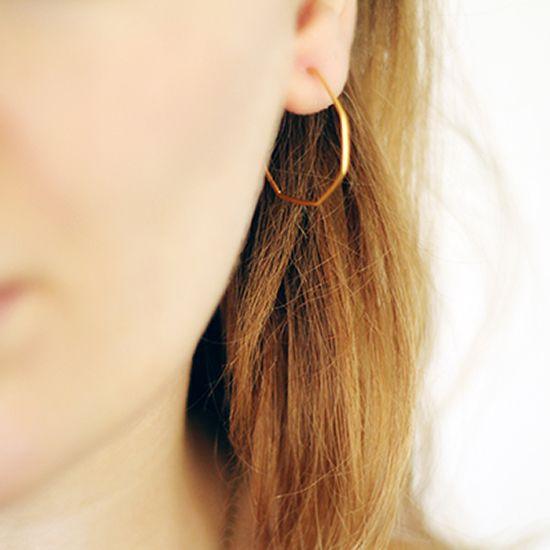 Briliant and easy tutorial: How to Make Hoop Earrings in Different Shapes, via Tuts+. #FreeTutorial #DIY #Earrings