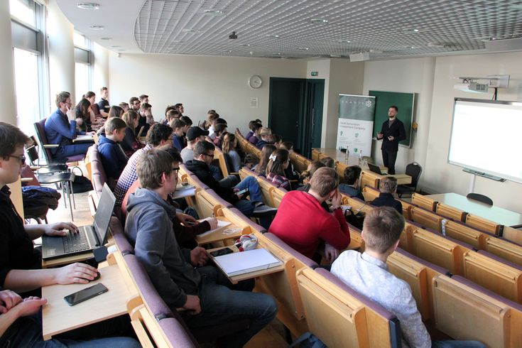 SSE Riga students learned about creating trading algorithms at EXANTE's lecture on March 14.