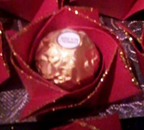 ROSE DI CARTA, glitter, Natale, San Valentino, cioccolatino, confezione regalo, piramidi, nastri ,fiocchi, feste, regali