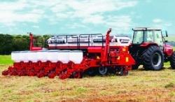 SEMEATO - Semeadoras Grãos Graúdos - Land Master - As semeadoras possuem reservatório de adubo em aço carbono, inox ou poletileno, rodado fixo e auto-compensador de desníveis, nas versões de pneus Pirelli ou Trelleborg