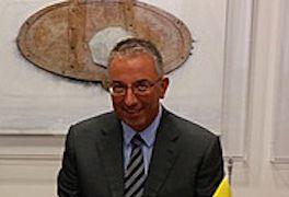 Ο Σύνδεσμος Τουριστικών Επιχειρήσεων Ενοικιάσεως Αυτοκίνητων Ελλάδος (ΣΤΕΕΑΕ) ανταποκρινόμενος στην απόφαση της κυβέρνησης να βρεθεί ένας πιο δίκαιος τρόπος προσδιορισμού των τελών κυκλοφορίας κατέ…