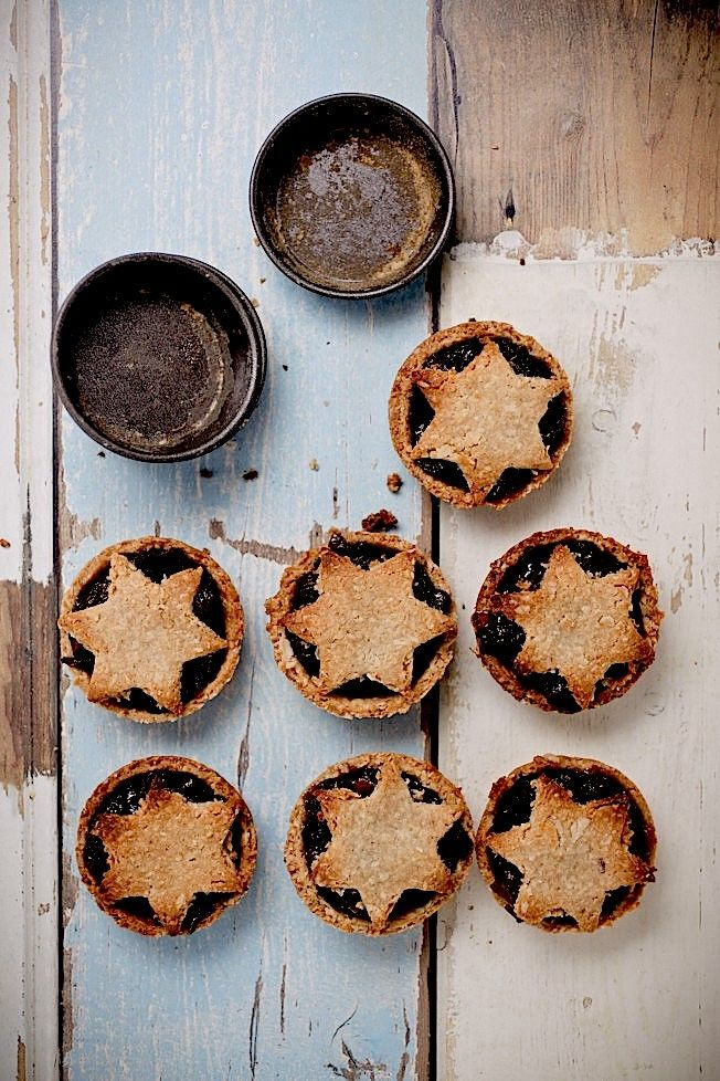 Fruit Mince Pies with 3 shortcrust options + vegan option: 1)Oatmeal - low GI, high fibre 2) Almond - Gluten free 3) Wholemeal Spelt - delicious & buttery 4) Vegan - uses coconut oil
