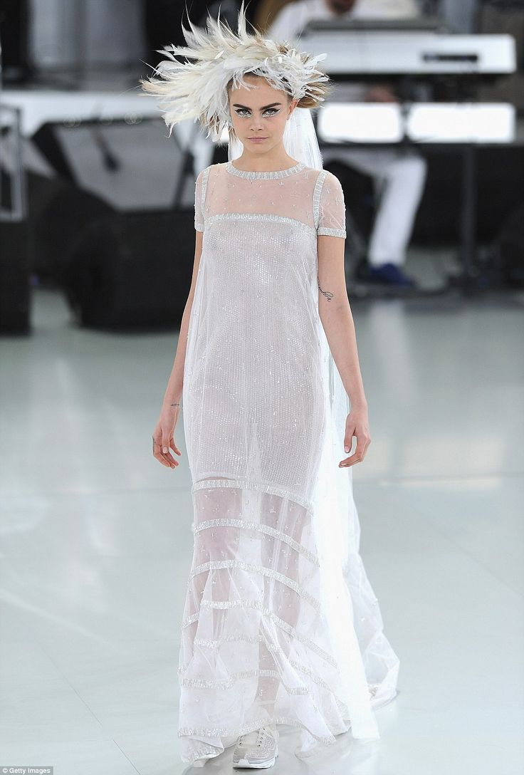 Cara delevingne is ethereal in wedding dress at chanel for Wedding dress in paris