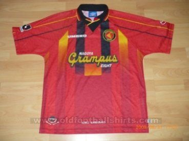 Nagoya Grampus Eight Casa camisa de futebol 1996 - 1998