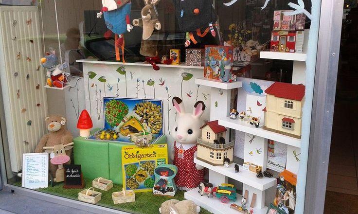 112 best images about belles vitrines on pinterest shops - Deco vitrine saint valentin ...