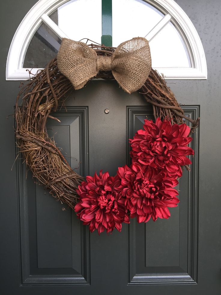 This is a beautiful Twig Wreath with red Dahlia's and a simple burlap bow. This wreath is perfect to be hung year around, and would make an awesome Housewarming Gift, Holiday Gift, Mothers Day Gift, Birthday Gift, and any other occasions you can think of! I would love to make this wreath custom just for you! you can pick from the following colors for Dahlia's - Red - Purple - White - Pink When checking out, Don't forget to hit the drop down button to select your favorite color!