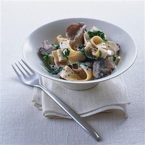 Gemaakt met allerlei paddestoelen (kastanjechampignons, shitake, oesterzwammen) We maakten het volgens recept met erbij de notencrunch volgens recept (maar dan met hazelnoten en amandelen)