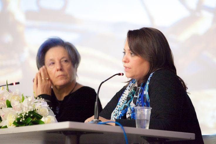 """Η Τέσυ Μπάιλα, σε ένα στιγμιότυπο από την παρουσίαση του βιβλίου της """"Ουίσκι Μπλε"""" στον Πολυχώρο του Δημαρχείου Παλαιού Φαλήρου."""