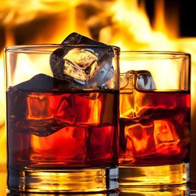 Многие считают, что пить виски со льдом это признак плохого тона. Льдом можно разбавлять только дешевые сорта виски, а дорогой, одно солодовый виски разбавлять льдом просто кощунственно! Давайте разберемся в этом вопросе