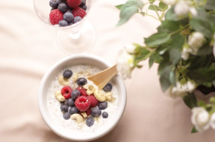 Glutenfree delicious breakfast bowl with fresh berries and keshu nuts