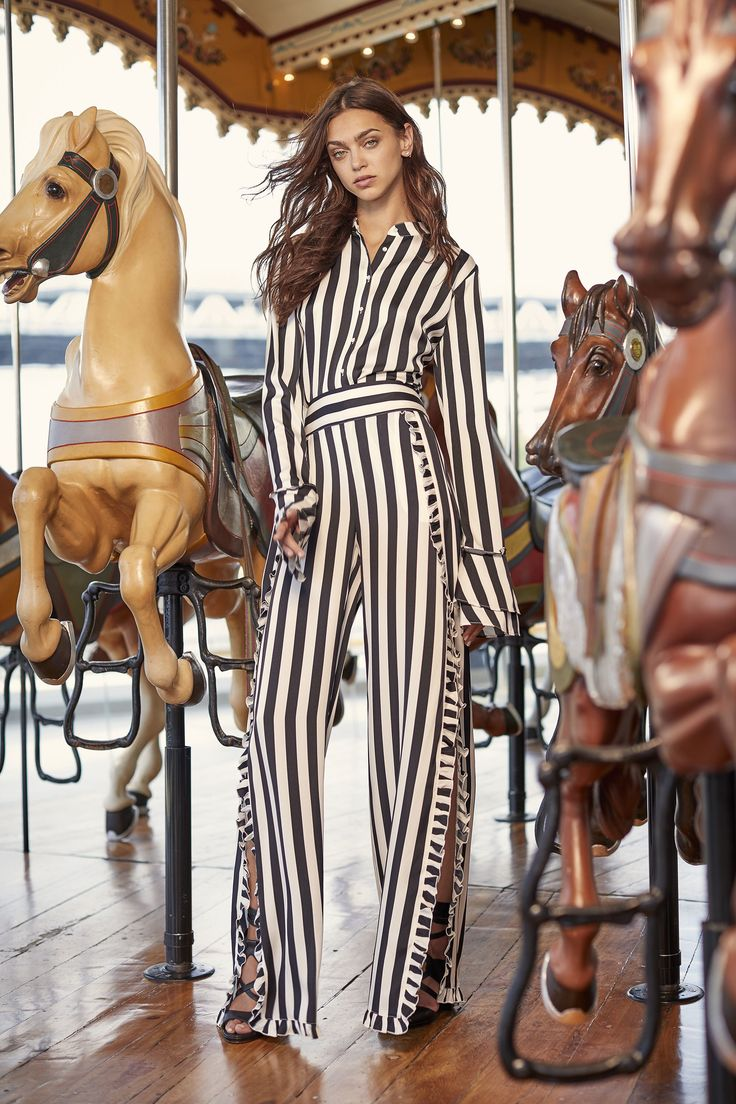 Nicole Miller Resort 2018 Fashion Show Collection