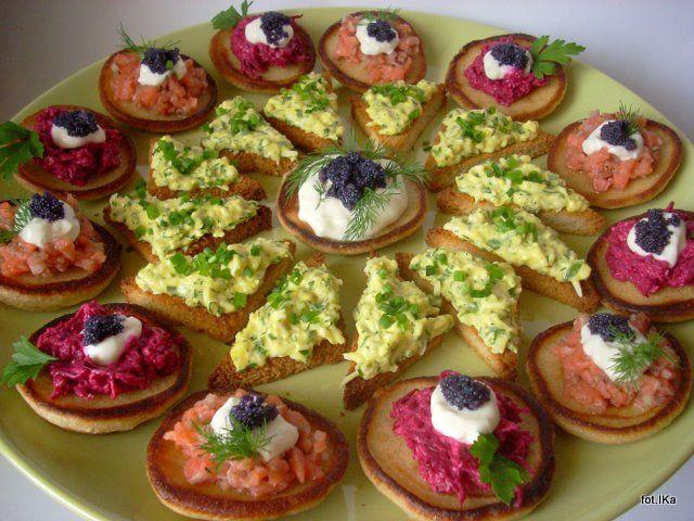 Smaczna Pyza sprawdzone przepisy kulinarne: Talerz kolorowych przekąsek