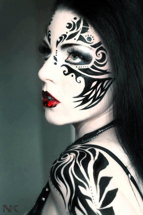 Maquillage gothique Plus