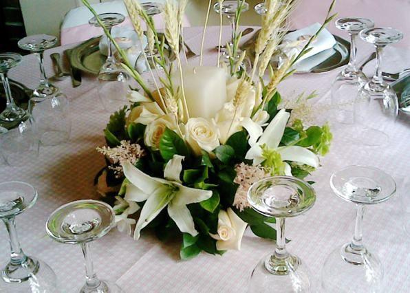 18 best images about decoraci n de mesas on pinterest - Centro de mesa para comunion de nina ...