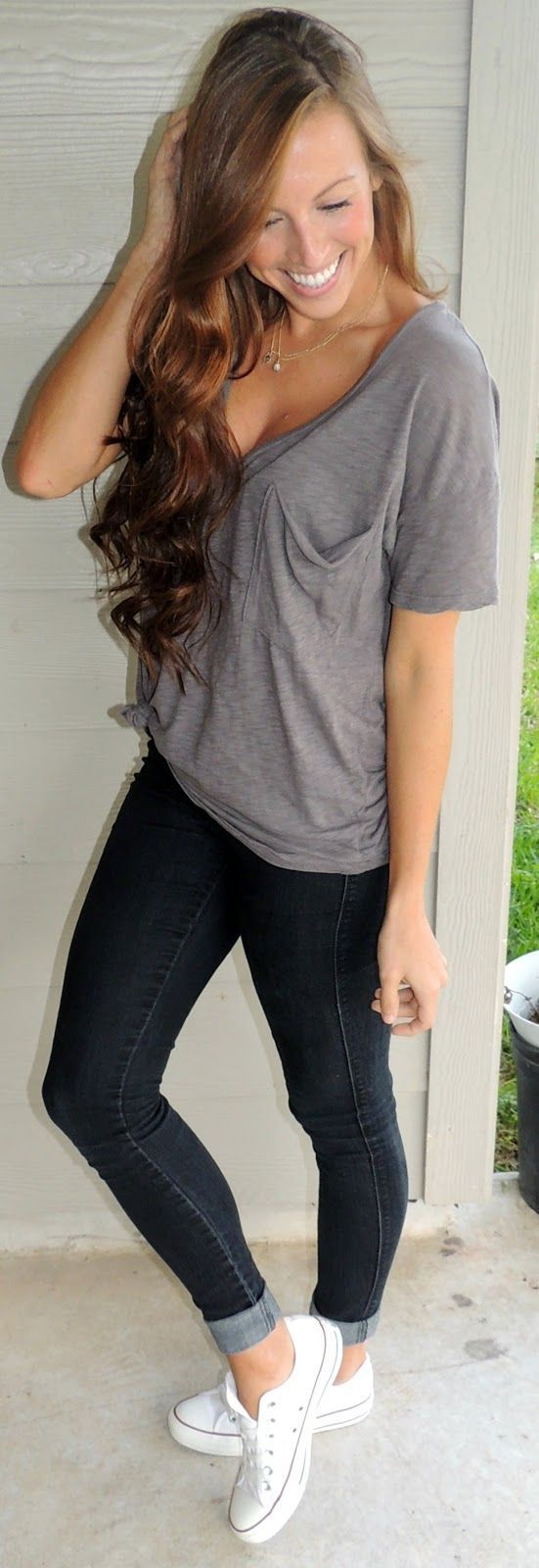 Loose grey blouse and skinny with sneaker
