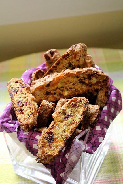Фруктово-ореховые бискотти