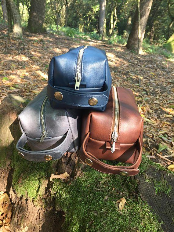 Dopp kit/wash bag/leather shaving bag/toiletry bag/traveling/personalised gift/mens gift/hand-stitching/gift for him/free logo monogram/gift