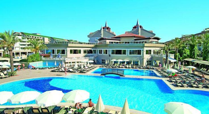 Курортный отель Aydinbey Famous находится на побережье Средиземного моря. Отель Aydinbey Famous располагает собственным частным пляжем для купания. К услугам гостей отеля 2 открытых бассейна, крытый бассейн, водные горки и спа-центр.  Светлые номера отеля Aydinbey оформлены со вкусом, в теплых тонах. Все они оснащены телевизором, кондиционером и мини-баром. С балконов всех номеров открывается вид на море, бассейн или сад.