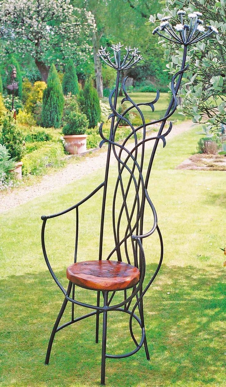 Wrought Iron Outdoor Furniture In 2020 Metal Garden Art Garden Art Metal Furniture