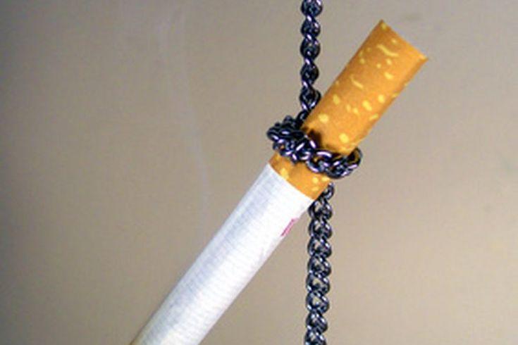 Peligros de fumar mientras estás usando el parche de nicotina. Si estás tratando de dejar de fumar, sabes que no va a ser una tarea fácil. Ahora hay muchos recursos disponibles para ayudarte en tu trayecto. Deberías consultar con tu médico antes de comenzar un programa para dejar de fumar para que ...
