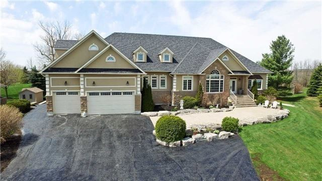 Huge Bungalow on a Private Lot Just North of Pickering