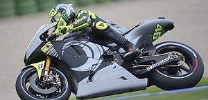 Valentino Rossi sulla Yamaha 2013 a Valencia.