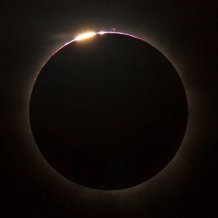Total solar eclipse above Queensland, 13 November 2012.