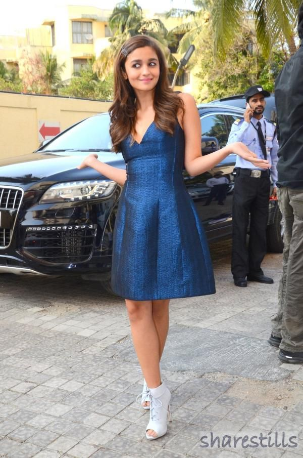 Alia Bhatt Sexy Pose in Blue dress at Kapoor and Sons Film Trailer Launch