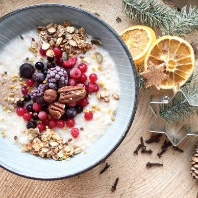 Christmas Breakfast - Gingerbread Granola - plantbased, gluten free, refined sugar free, healthy - heavenlynnhealthy.com