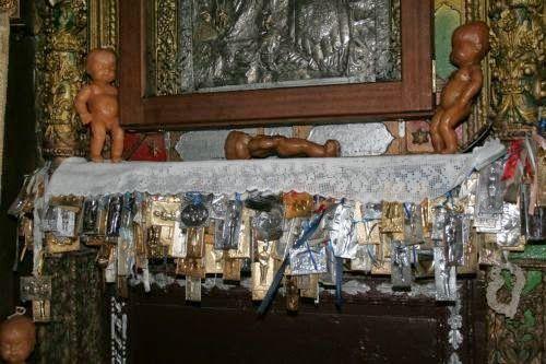ΟΙ ΑΓΓΕΛΟΙ ΤΟΥ ΦΩΤΟΣ: Το θαύμα της Παναγίας Τσαμπίκας στον Αρχάγγελο Ρόδ...
