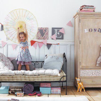Une chambre de petite fille joliment fleurie - Marie Claire Maison