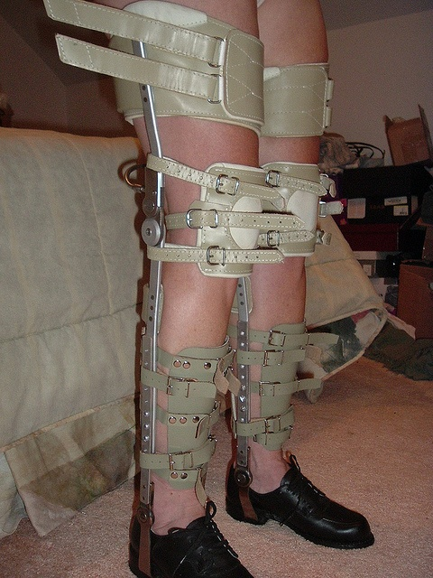 BDSM leg braces